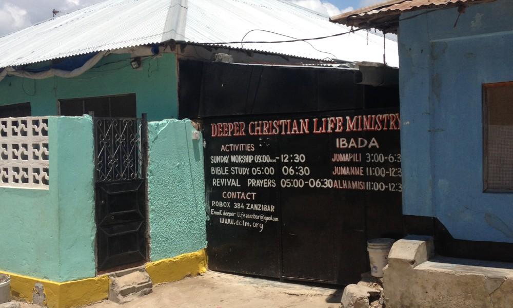 Kristendomen i Afrika växer småskaligt och utanför de stora kyrkotraditionerna. Deeper Christian Life Ministry i Zanzibar stad, är en Pentakostal kyrka belägen nära den lokala befolkningen i ett bostadshus med ett fåtal medlemmar.