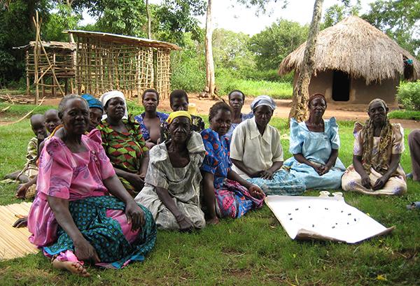 """En av bondegrupperna, """"Were Nyalo"""", diskuterar hur arbetsbördan varierar under ett typiskt jordbruksår och hur gruppen bidrar till att underlätta olika moment."""