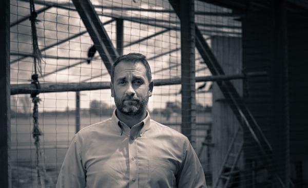 Mathias Osvath, docent i kognitiv zoologi,har gång på gång i sina studier visat hur korpar har avancerade inlärningsprocesser och avancerade sociala beteenden.